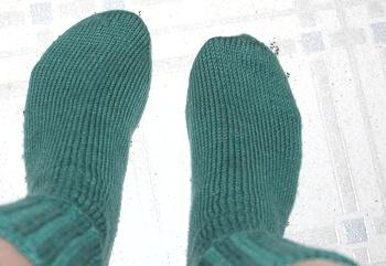 L-Chelan-socks-on118