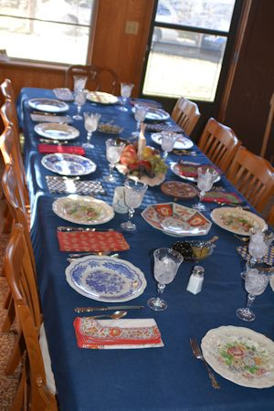 resized_Thanksgiving-table-angle